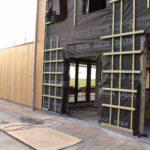 De buitenbekleding wordt verder afgewerkt in hout
