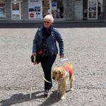 Heidi op stap met haar blindengeleidehond Odette
