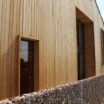 De houten voorkant van het nieuw gebouw